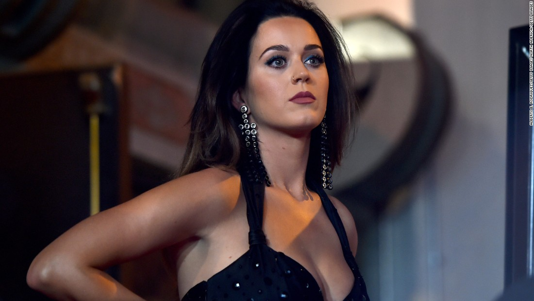 150930102238-katy-perry-chinese-theatre-2015-super-169